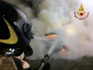 vigili_del_fuoco_auto_in_fiamme_2[1]
