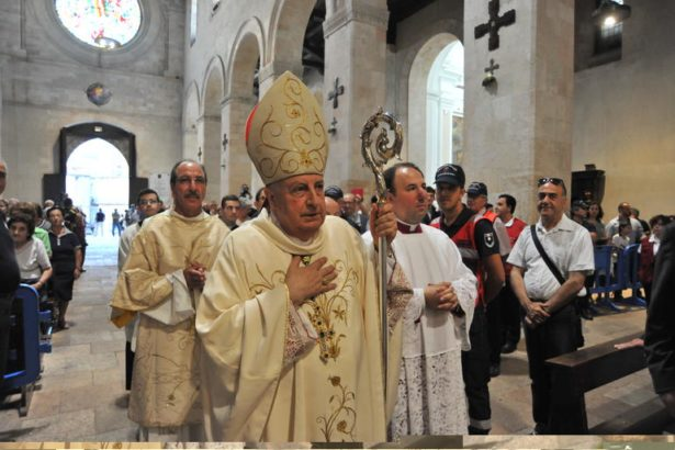 Il-saluto-alla-Diocesi-di-Monsignor-Salvatore-Nunnari_articleimage.jpg