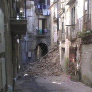 cosenza_crollo_via_bombini