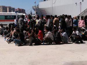 Immigrazione:nave Marina in porto Reggio C., a bordo in 618