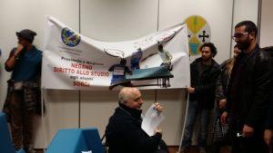 Delegazione sordomuti provincia Cosenza protesta presso Cittadella regionale a Catanzaro