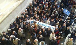 Tassa rifiuti elevata: cittadini in piazza per protestare a Corigliano