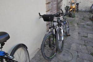 In fuga dopo furto bicicletta cade e si frattura spalla - biciclette