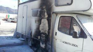 camper_incendiato