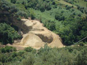 Corpo forestale sequestra area interessata da sbancamento abusivo per cava a Luzzi