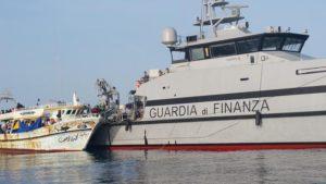 Guardia di Finanza migranti