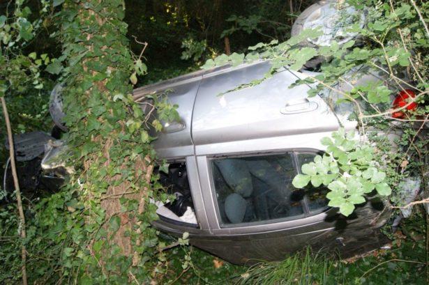Gravissimo incidente stradale nel Cosentino. Un giovane sfonda un mura e finisce in una scarpata