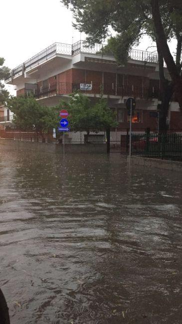 Nubifragio sull'alto Jonio, carabinieri salvano due auto rimaste bloccate in due sottopassaggi