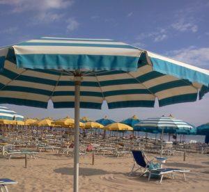 Lidi, spiaggia con ombrelloni