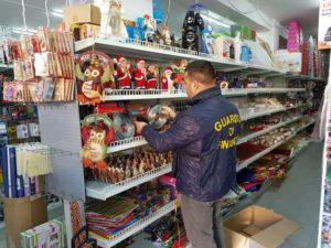 Sequestrati 7 mln luci Natale e giochi. Operazione Guardia di finanza, segnalati 8 cittadini cinesi